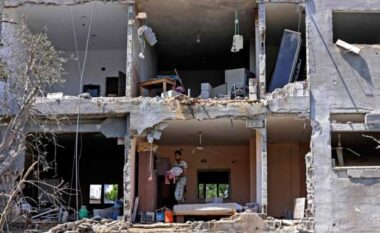 Palestinezët tregojnë tmerrin nga bombardimet: Më keq se një film horror