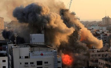 Vriten anëtarët e dy familjeve në Gaza, mbijeton poshtë rrënojave një foshnjë 5 muajshe