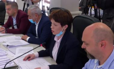 Mblidhet KAS, nënkomisionerja Pelinku hedh poshtë akuzat e opozitës për votim të dyfishtë