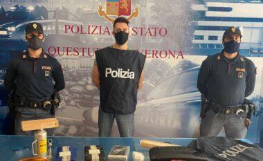 """Kapen dy shqiptarë në Itali, iu gjet kokainë brenda një çante të verdhë me dy """"bukë"""""""