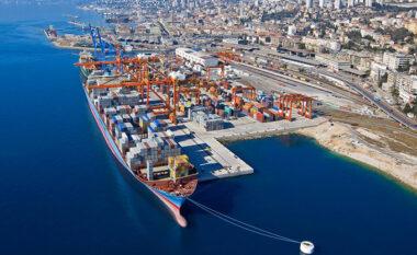 Pas kokainës, kapet një sasi paundi e fshehur brenda kamionit në portin e Durrësit