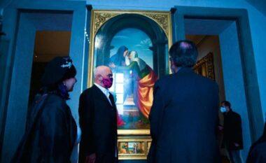Rama viziton muzeun Uffizi në Firence në praninë e kardinalit shqiptar