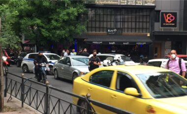 Dalin pamjet! Si u ekzekutua shqiptari në Athinë mes lokalit, autori u largua me taksi (VIDEO)