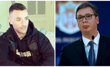 """""""Na e ktheve me armë"""", Stresi i ngre gishtin e mesit publikisht Vuçiçit (FOTO LAJM)"""