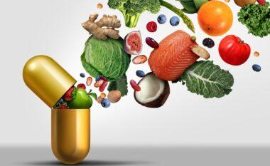 Nga buzët e thata tek mpirja e gjymtyrëve, shenjat që shkakton mungesa e kësaj vitamine