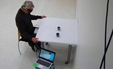 Terapia optogenetike dha rezultat, të verbërit i rikthehet shikimi pas 40 vjetësh