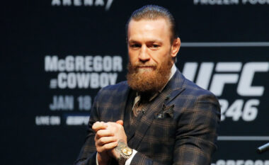 """Oliveira kampioni i ri i """"Lightweight"""", nuk mungojnë thumbat nga McGregor"""