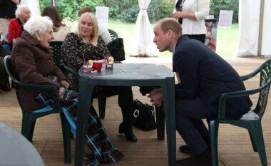 Videoja ku Princi William flirton me një zonjë të moshuar s'duhet humbur (VIDEO)