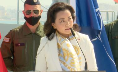 Ushtarët amerikanë mbërrijnë në Shqipëri, Yuri Kim i pret në Rinas
