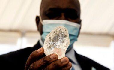 Gjendet diamanti i tretë më i madh në botë (FOTO LAJM)