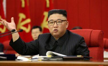 Kim Jong-un pranon zyrtarish se Koreja e Veriut po përballet krizë për ushqim