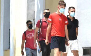 """""""Erdhi vetë sepse e kishte ngacmuar s*ksualisht babai"""", çfarë thanë para gjykatës dy shqiptarët që përdhunuan 19 vjeçaren në Greqi"""