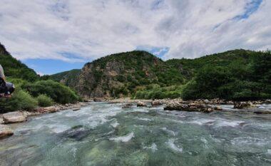 Peshkonin në mënyrë të paligjshme në lumin Drin, tre të proceduar në Dibër
