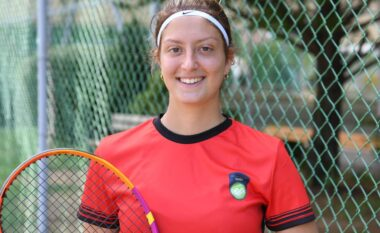 Njihuni me Kristal Dulen, tensiten 18 vjeçare që mbron ngjyrat kombëtare shqiptare (VIDEO)