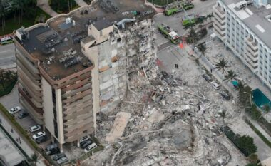 Shkon në 3 numri i viktimave nga shembja e ndërtesës 12 në SHBA, nuk dihet fati i 99 të tjerëve (VIDEO)