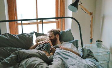 Pse çiftet duhet të shkojnë në shtrat në të njëjtën kohë