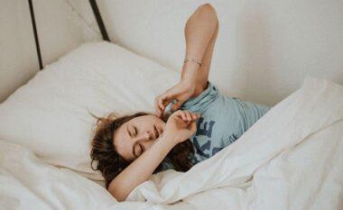 Çfarë ndodh nëse flini më shumë se 8 orë gjumë në ditë