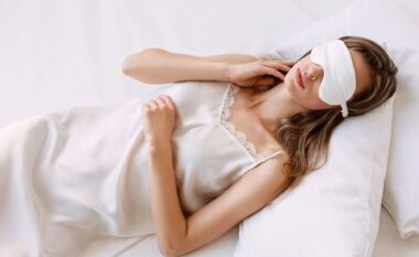 Si të flini rehat nëse nuk keni kondicioner