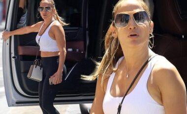 Jennifer Lopez shfaq trupin e tonifikuar gjatë një daljeje në Beverly Hills (FOTO LAJM)