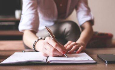 Si i sjell dobi psikologjisë sonë shkrimi
