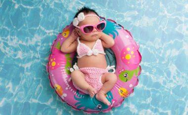 Kur duhet të fillojë fëmija të mbajë syze dielli