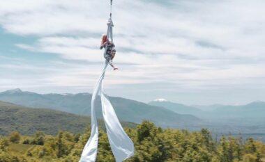 Spektakël në qiell, pa masa sigurie! Akrobatja Fiona Rushiti tregon performancat që do të dhurojë së shpejti (VIDEO)