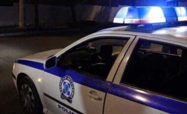 Sherr me thika mes adoleshenteve në Greqi, shkak xhelozia për të dashurit