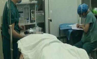 Tentoi të abuzonte me të, punonjësja i pret organin gjenital shefit të punës