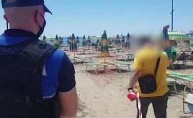 Aksion në Durrës, sekuestrohen çadrat e shezlongët që kanë zaptuar bregdetin (VIDEO)