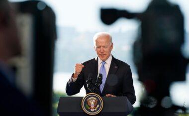 Biden zotohet të zvogëlojë dhunën me armë