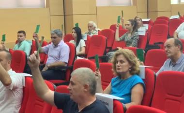 Këshilli bashkiak i Vlorës rrëzon kërkesën e Dritan Lelit për shkarkimin e Agron Gjipalit