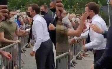 U qëllua me shuplakë në takimin zyrtar, reagon Macron