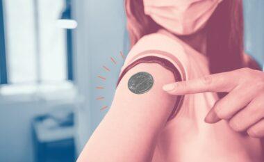 Vendosin monedhë në vendin e vaksinës dhe nuk bie? Ja ç'po ndodh vërtet