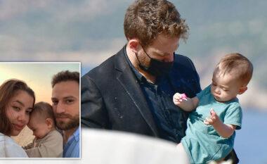 Mediat greke: Carolina u vra nga bashkëshorti