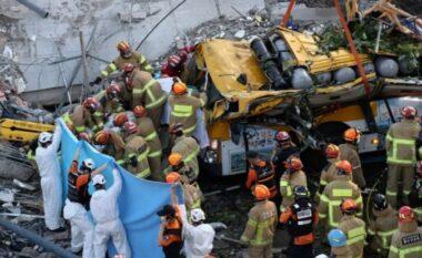"""Tragjedi në Korenë e Jugut, ndërtesa shembet  dhe """"shkërrmoq"""" autobusin"""