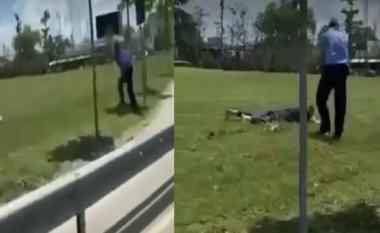 Parandalohet ngjarja e rëndë, polici i nxjerr armën qytetarit (VIDEO)
