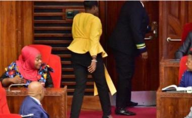 Kishte veshur pantallona të ngushta, deputetja nxirret jashtë Parlamentit