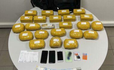 Kaluan doganën me 23 kg heroinë, arrestohet shqiptari e turku në Greqi
