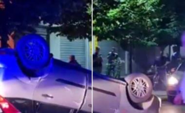 """Ishte""""tapë"""": 46 vjeçari përplaset me 2 mjetet e parkuara, arrestohet nga policia"""