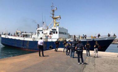 Po transportonin 69 emigrantë shqiptarë nga Belgjika në Britani me anije peshkimi, kapen tre kontrabandistët