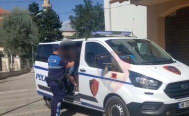 Dhunoi 22-vjeçarin sepse i kanosi me armë punonjësen e dyqanit të tij, arrestohet 37-vjeçari dhe i riu