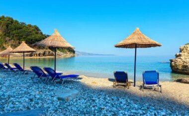 Rëra, ajri, dielli dhe përfitimet shëndetësore të plazhit