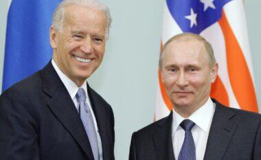 Jo një, por dy dhurata: Çfarë i dha Biden Putinit në takimin e sotëm