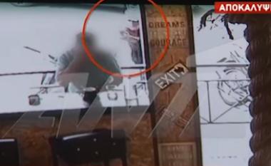 Pamje të rënda, momenti i ekzekutimit të shqiptarit në Greqi (VIDEO)