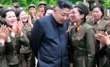 Pamjet e reja të Kim Jong-un nxitin dyshime se ai mund të jetë i sëmurë, është dobësuar dukshëm