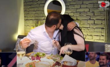 Më në fund një puthje në buzë! Gilberta dhe Iliri janë çift (VIDEO)