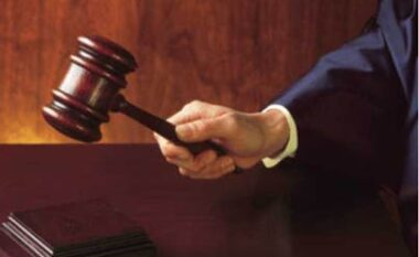 Gruaja kërcënon bashkëshortin me të cilin ka nisur divorcin, ai kërkon urdhër mbrojtjeje