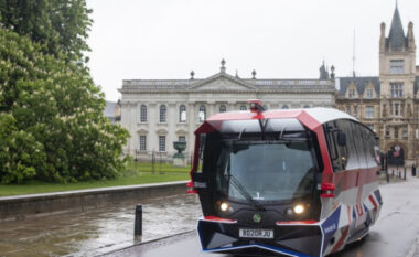 Autobusi i parë autonom në Britani u lansua në Universitetin Kembrixh