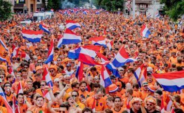 """Pamje të pabesueshme, tifozët e Holandës """"pushtojnë"""" Budapestin (VIDEO)"""