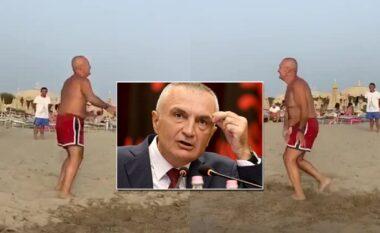 E shkarkoi Kuvendi, Meta filmohet teksa loz i qetë volejboll në plazh (VIDEO)